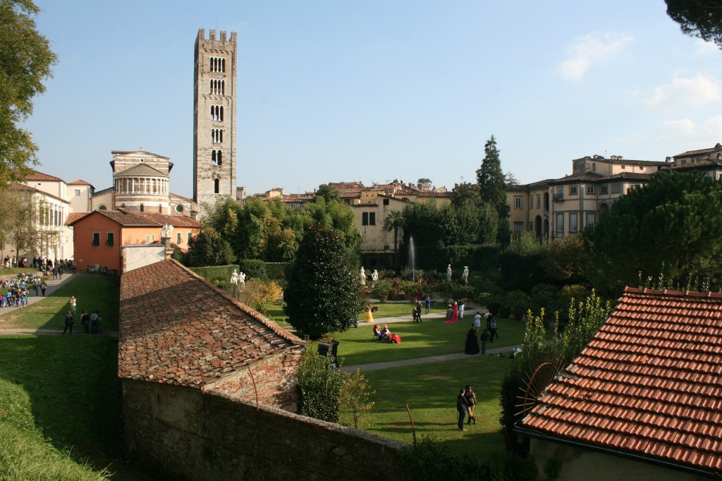 lucca-527661_1920